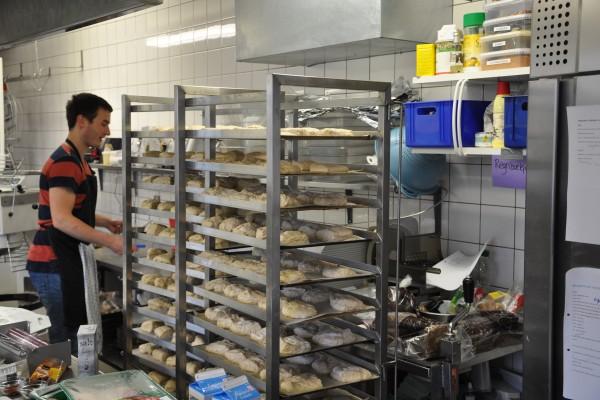 Der bliver bagt MANGE boller i køkkenet af vores fantastiske bager